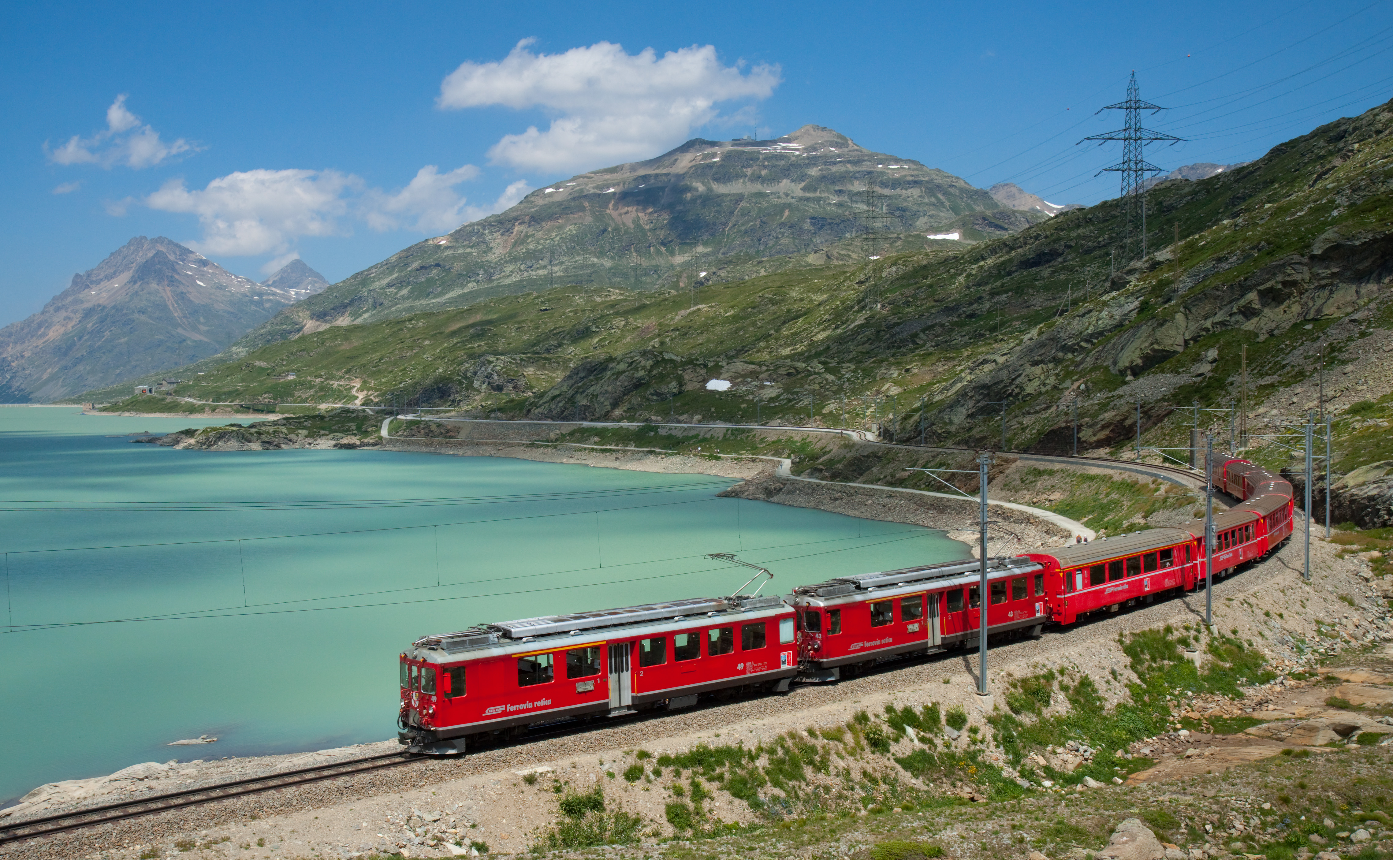 1.	RhB Bernina-Express am Lago Bianco © David Gubler